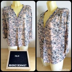 🌹5/25🌹• H&M • Light Pink Stretchy Floral Blouse